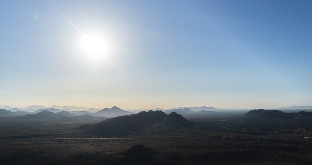 States de montagnes au lever du soleil sur Phoenix, Arizona