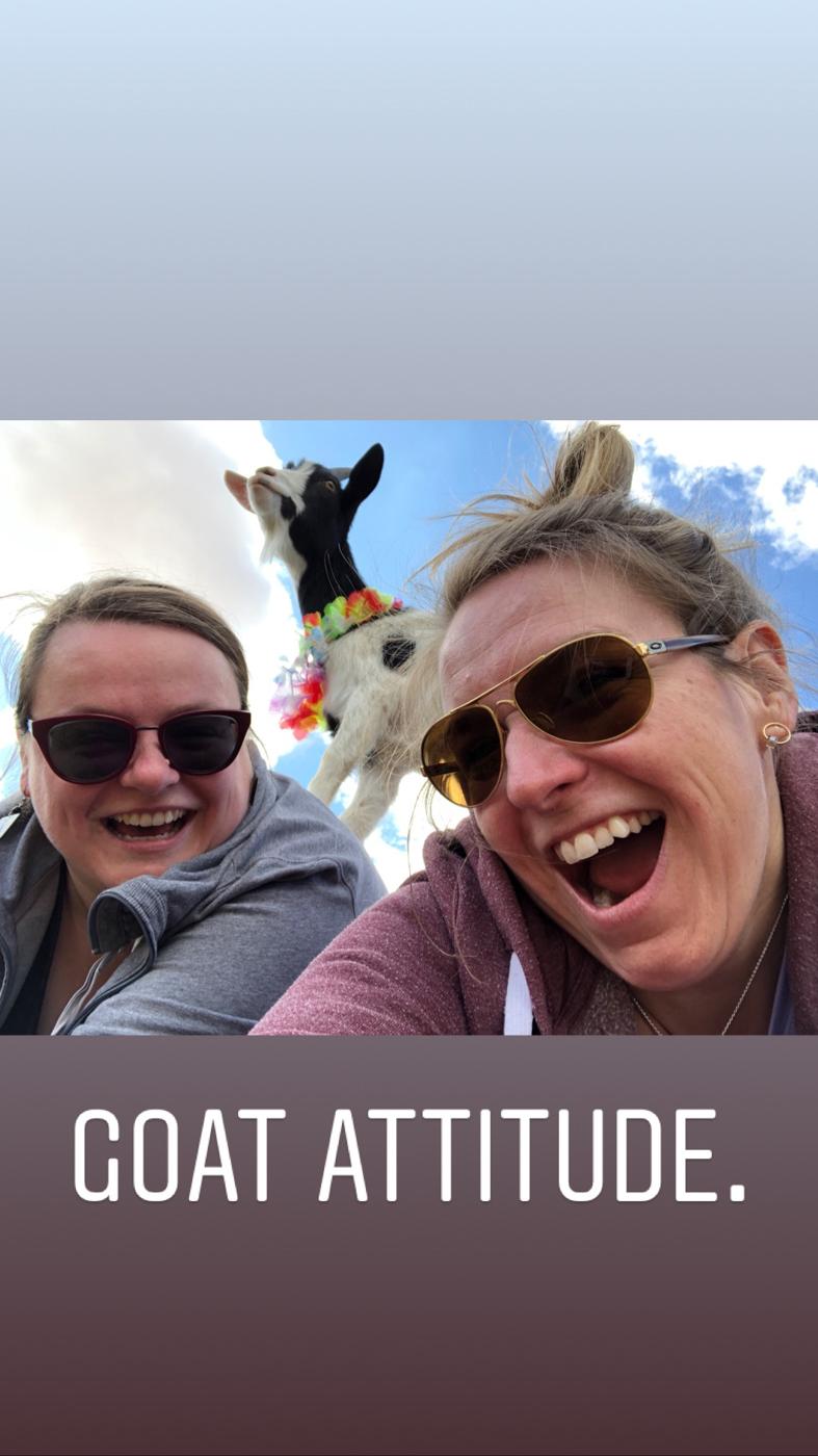 Notre Goat Attitude, ou une chèvre sur notre dos au yoga