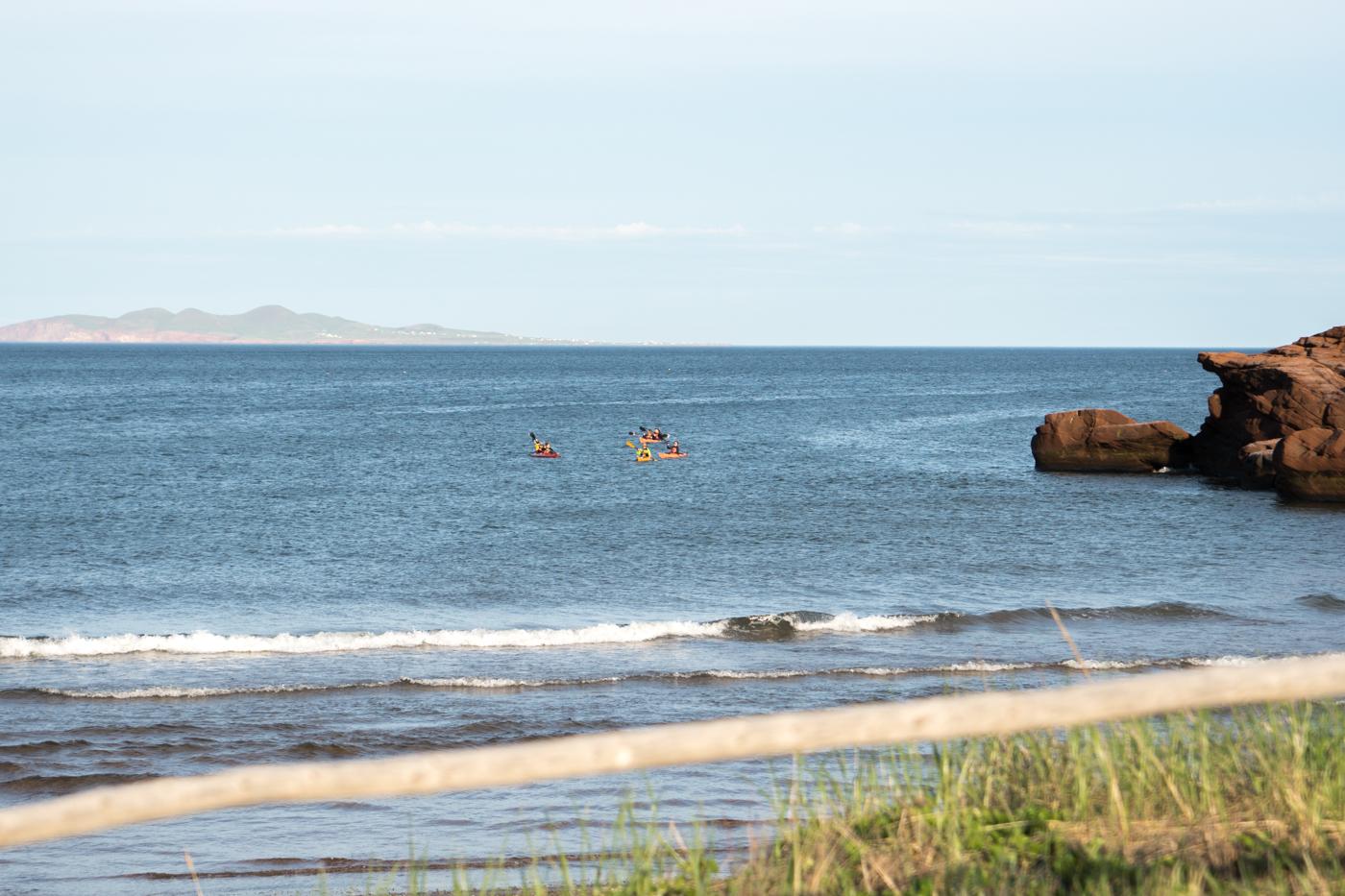 Kayaks au large au parc de Gros-Cap - Quoi faire aux îles de la Madeleine