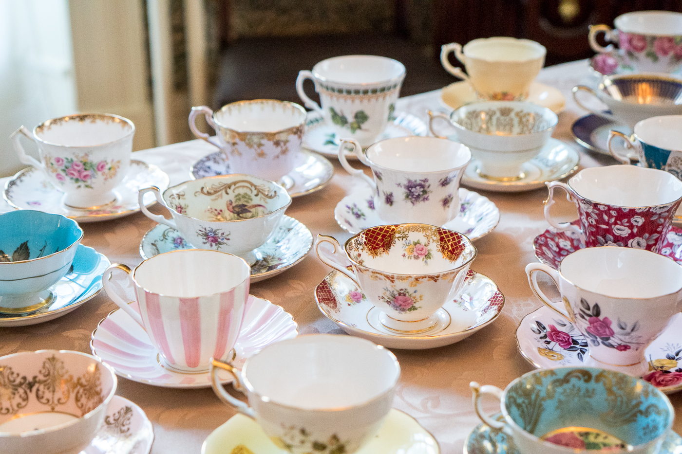 Choix de tasse pour le service de thé comme chez les Anglais