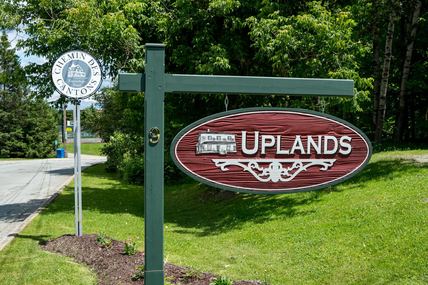 panneau de chez Uplands sur le chemin des Cantons