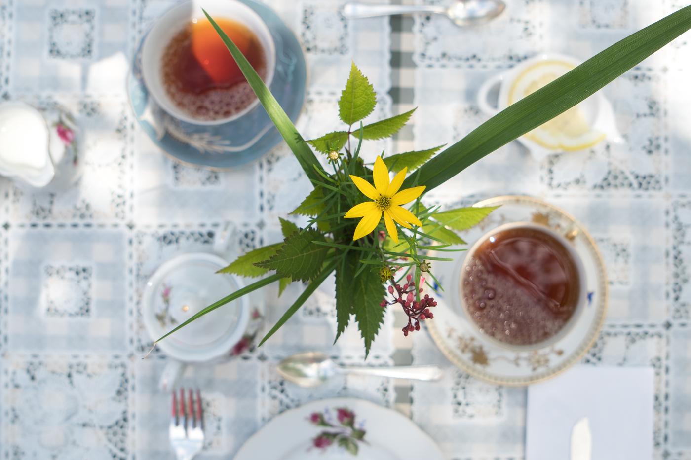 Table est mise pour le service de thé à l'anglaise à Sherbrooke, Québec