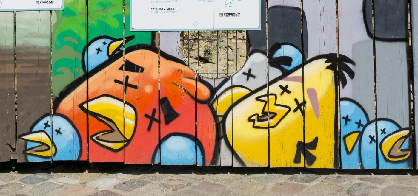 Street art d'Angry Birds dans le vieux Rennes