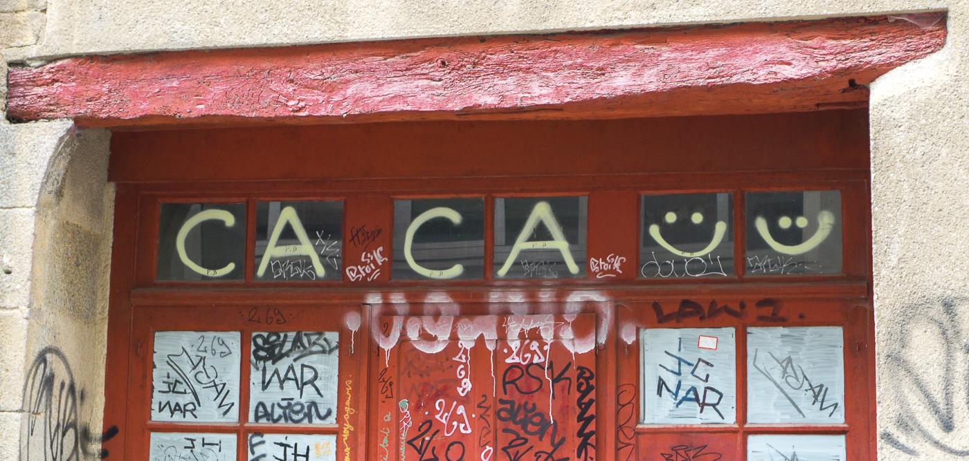 Tag caca - Street art à Rennes