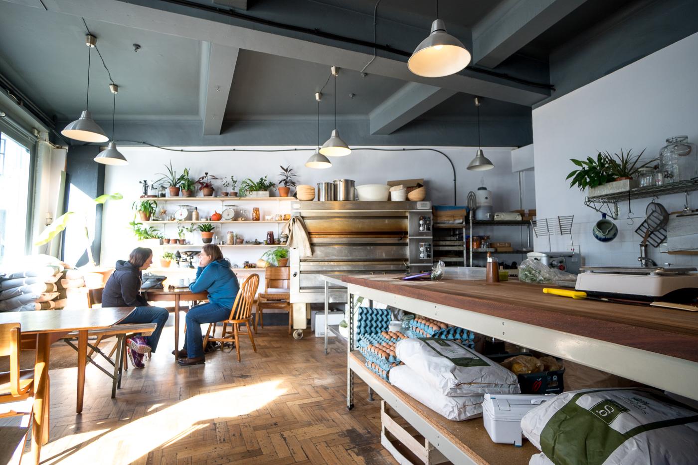 intérieur du café The Exploding Bakery - Où manger à Exeter