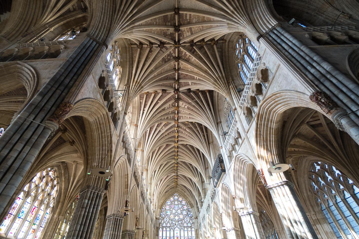 Intérieur et voûtes de la cathédrale d'Exeter en Angleterre au Royaume-Uni