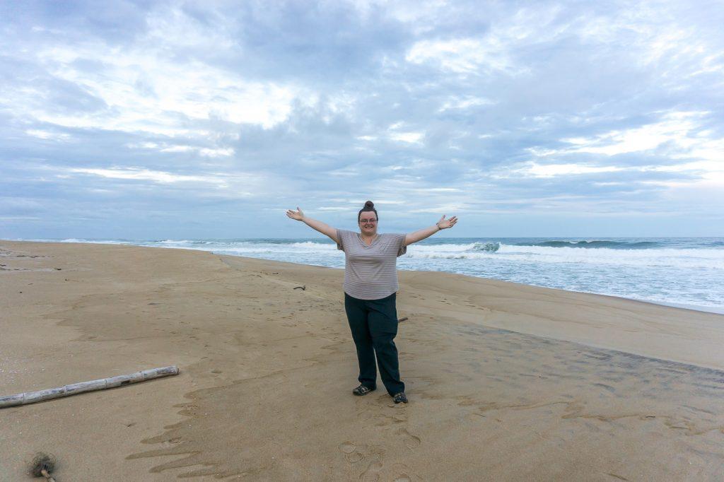 Jennifer au bord de l'océan Indien
