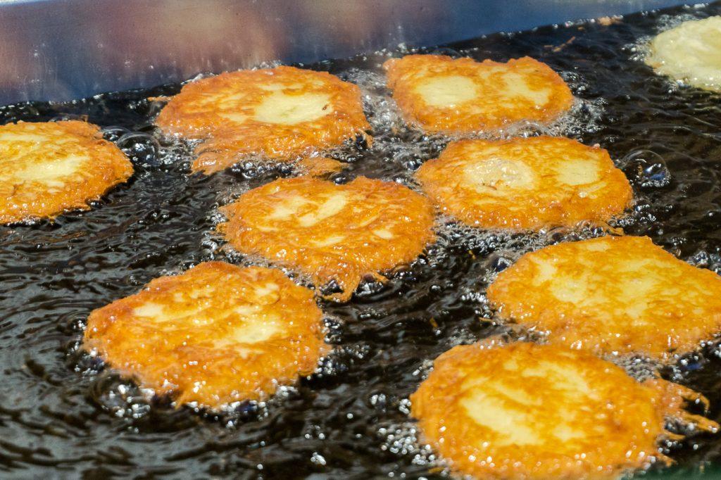 Reibekuchen, rapés de pommes de terre frits