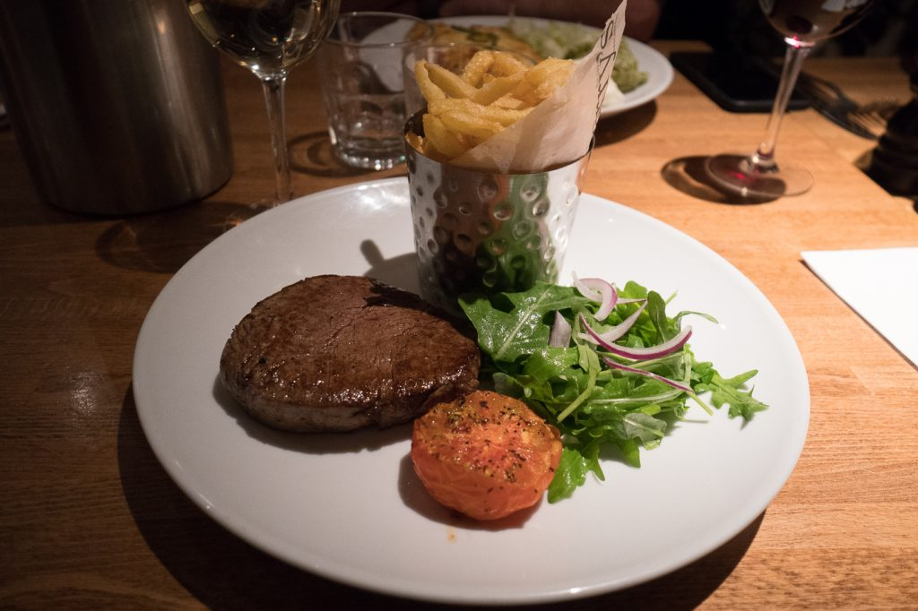 Steak et frites au Harry's Restaurant