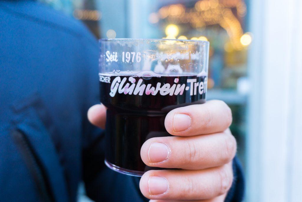 Tasse de vin chaud - Glühwein à goûter dans les marchés de Noël