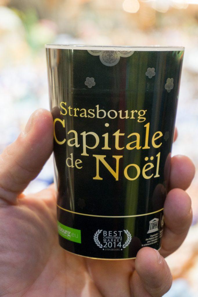 Tasse de vin chaud au marché de Noël de Strasbourg