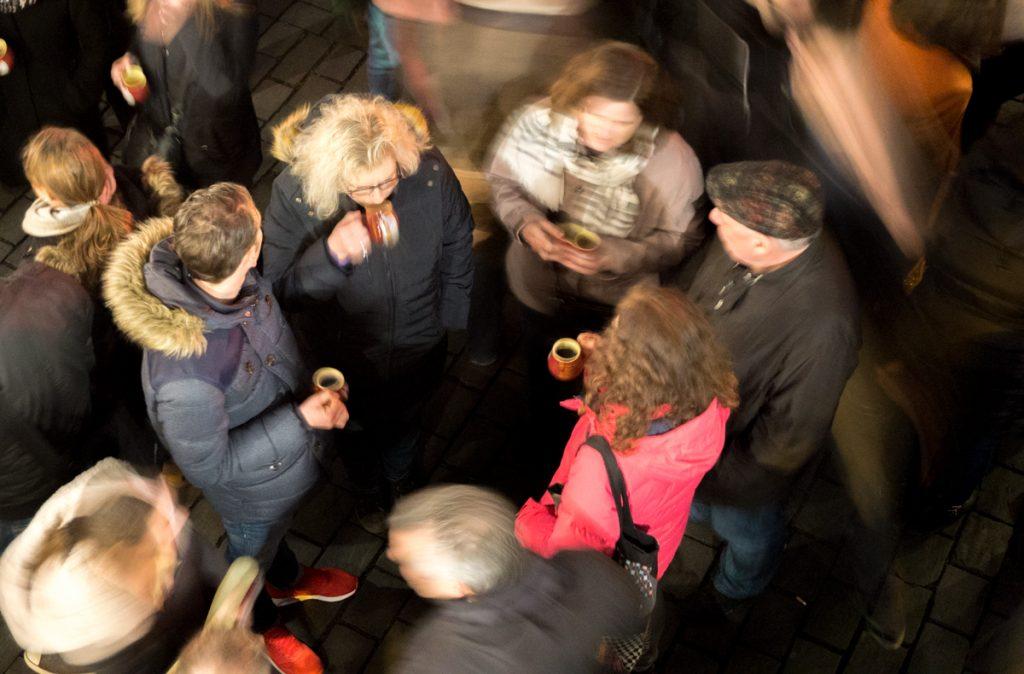 Voyageurs, à faire dans les marchés de Noël - Boire du vin chaud
