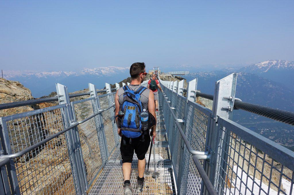 Vue du pont suspendu Cloudraker Skybridge de Whistler