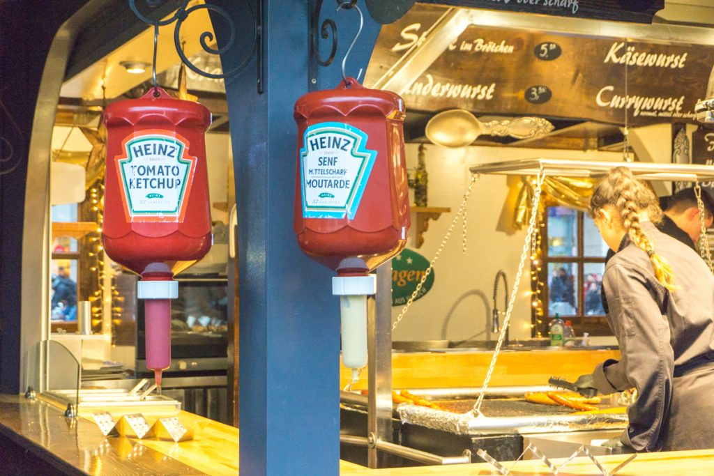 Wurst - Saucisses et condiments - Marchés de Noël européens