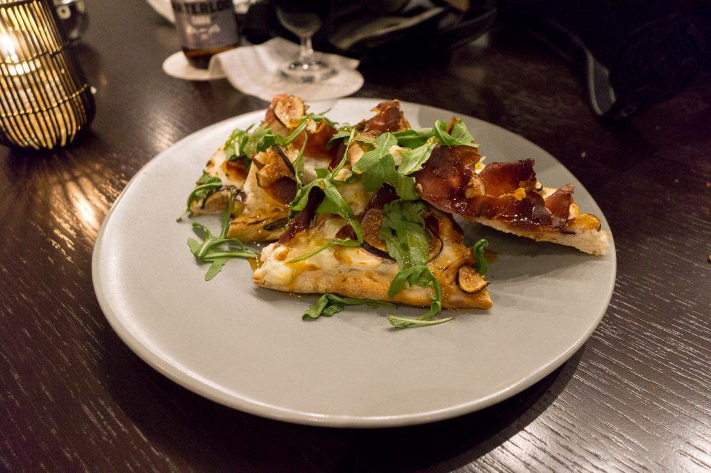 Pizzas, pains plats garnis, Zoe's Lounge - Château Laurier