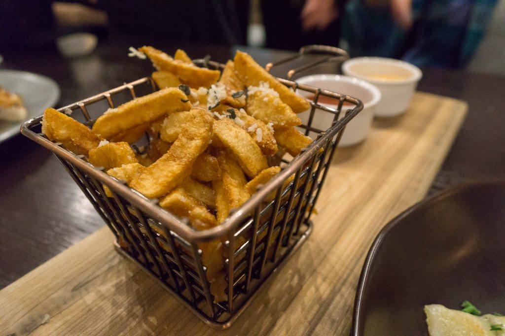 Frites au fromage - Zoe's Lounge où aller pour un 5 à 7 à Ottawa