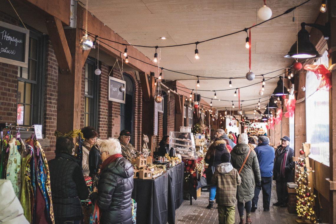 Ambiance d'un marché de Noël du Québec