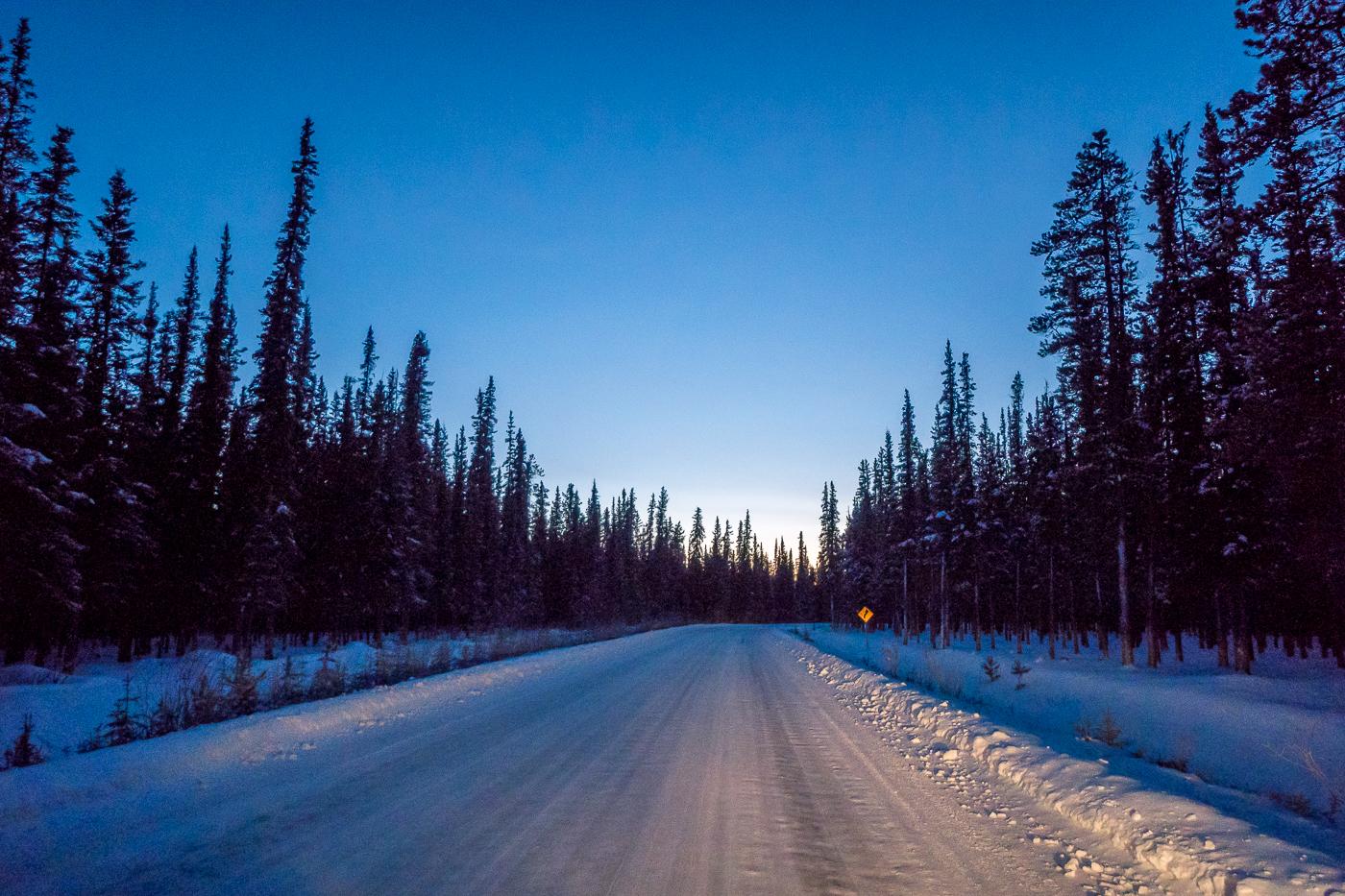 Annie Lake Road de soir près de Whitehorse, Yukon, Canada