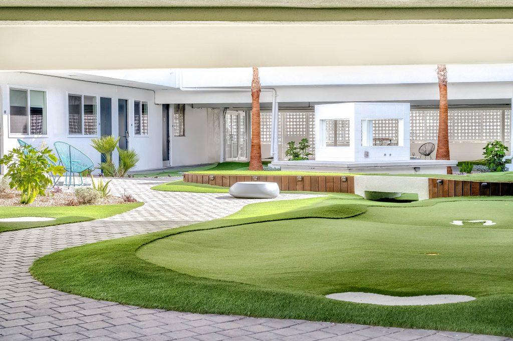 Cour intérieure et mini-golf au Downtowner Motel de Downtown Las Vegas