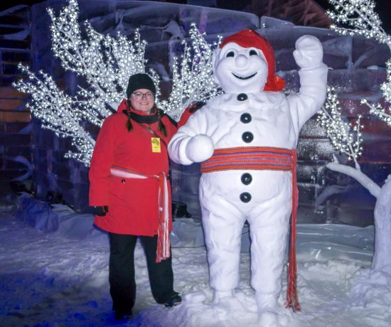 Jennifer avec bonhomme Carnaval de Québec