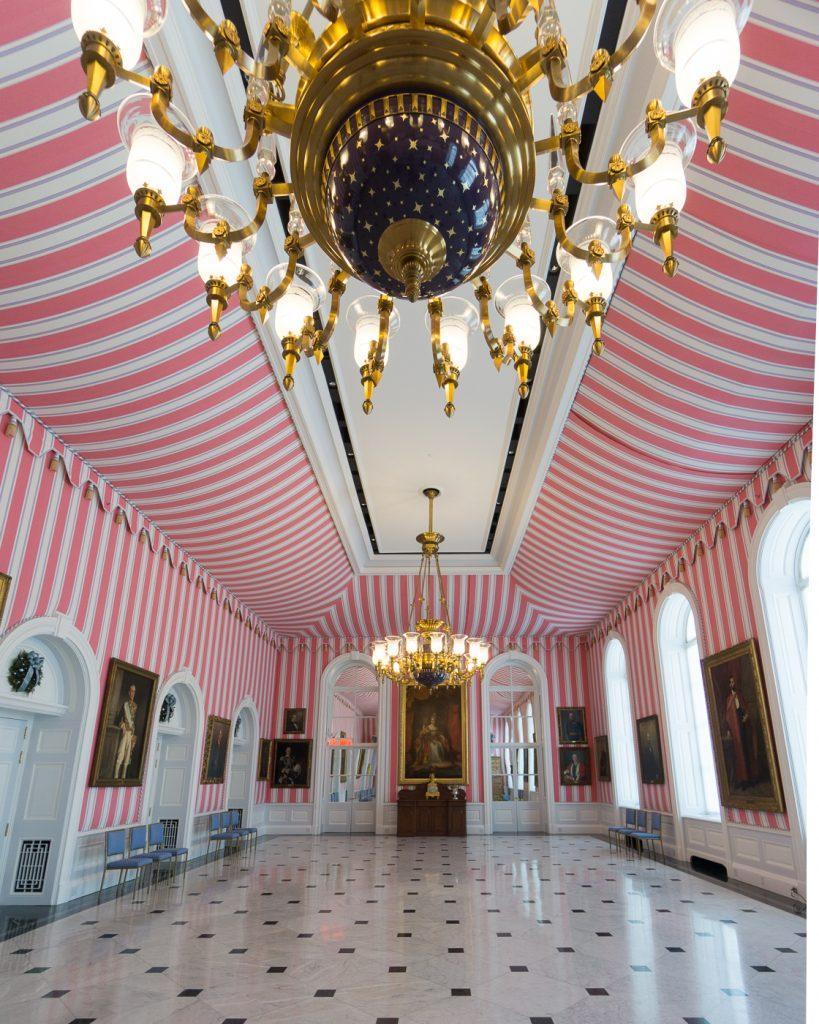 Salle de réception foraine, chandelier d'une tonne, Rideau Hall