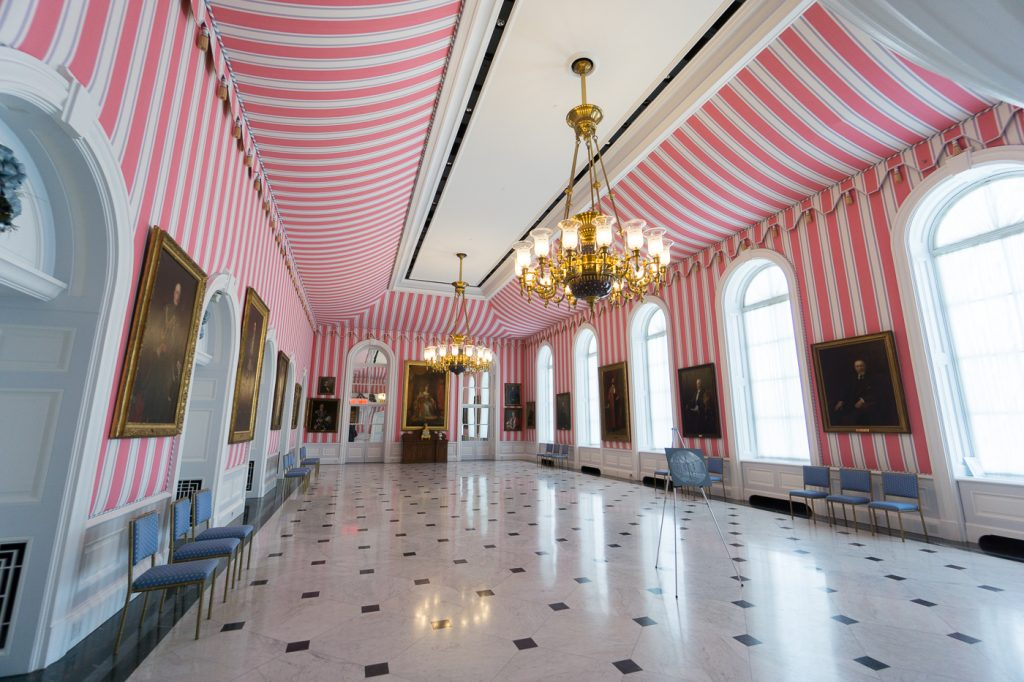 Grande salle rose de Rideau Hall à voir à Ottawa