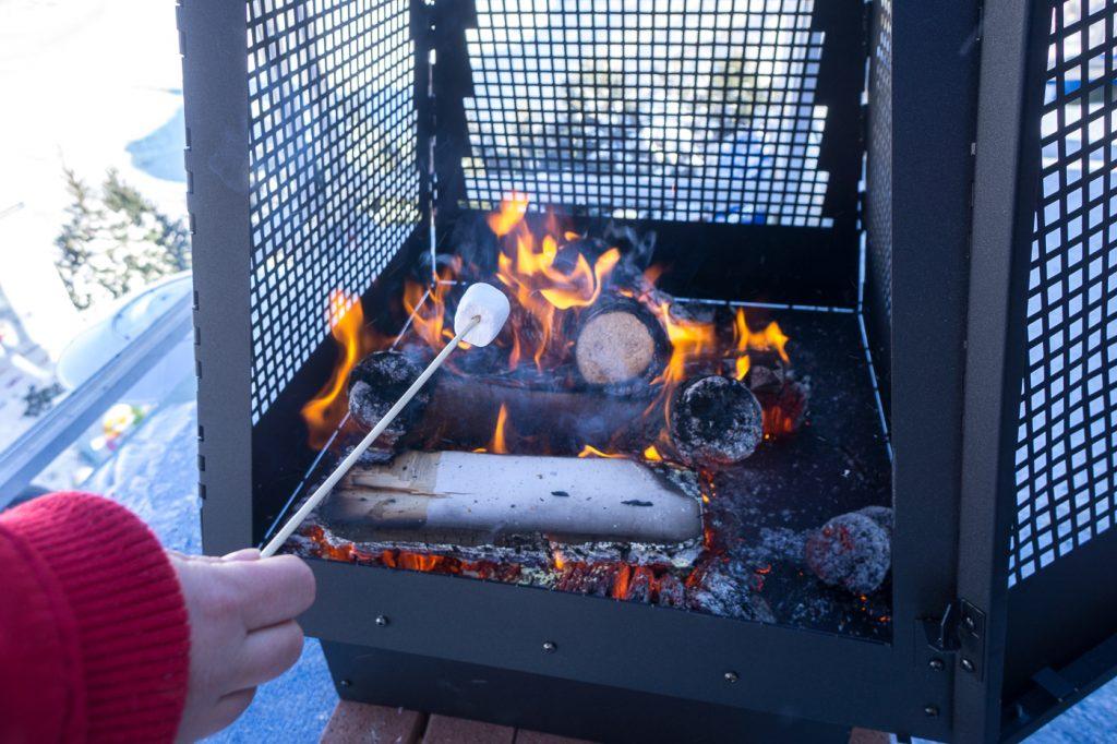 Guimauve à griller sur feu de bois - Carnaval de Québec