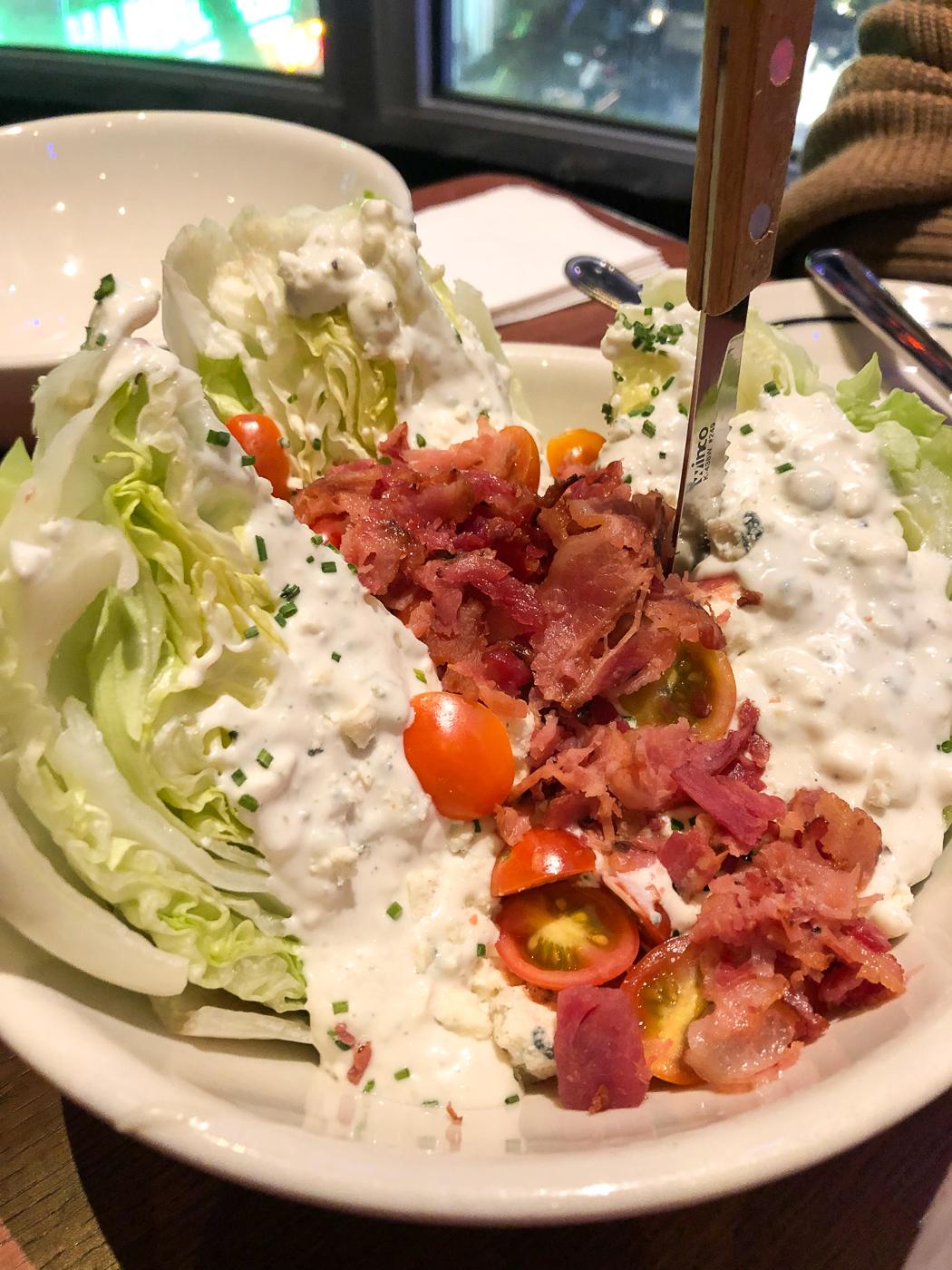 Salade et bacon au Brooklyn Bowl de Las Vegas
