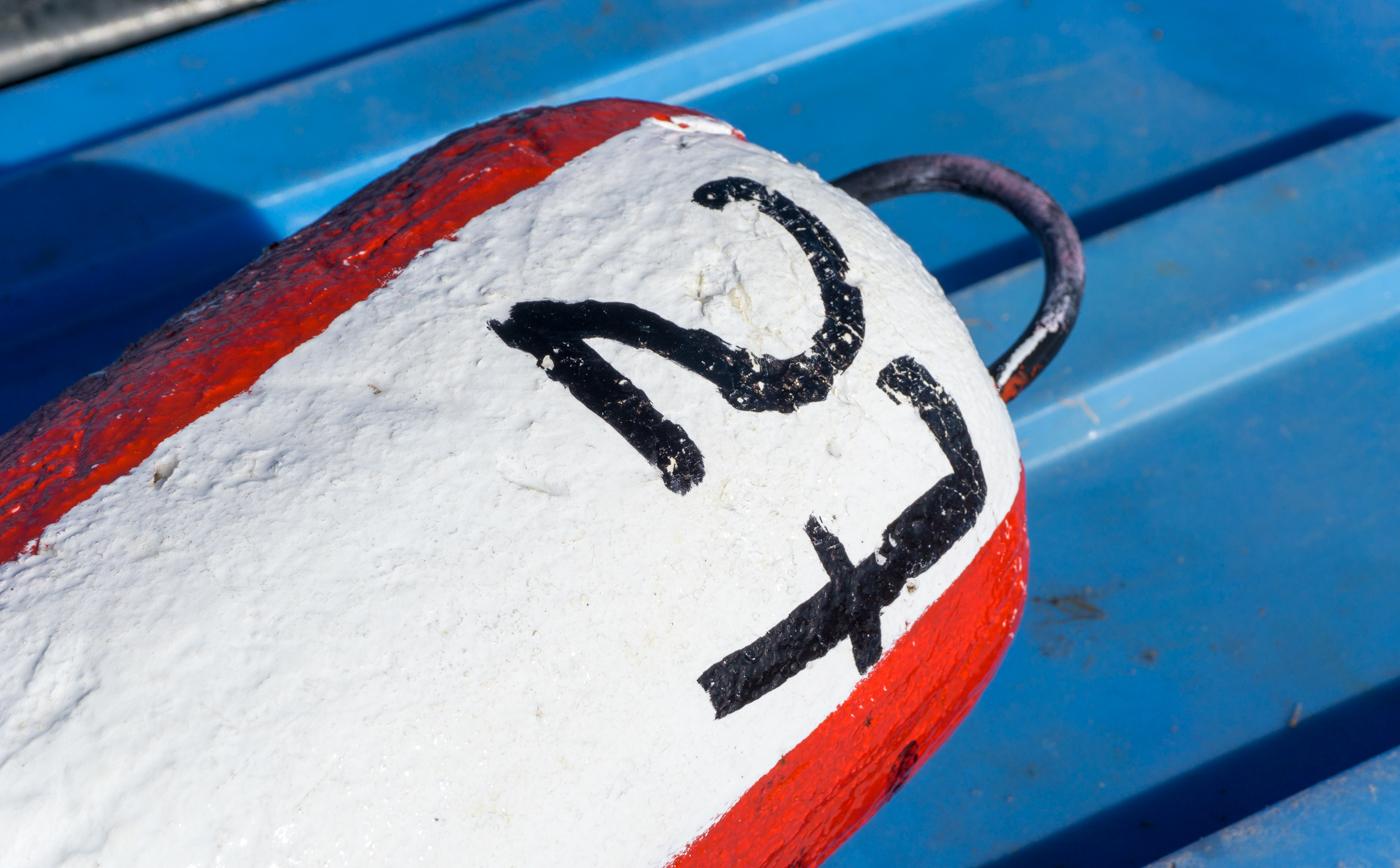 bouée de pêche au homard, un incontournable à faire aux îles de la Madeleine