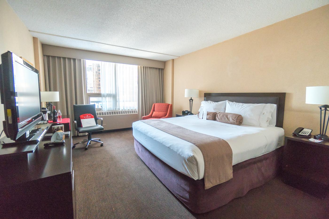 Chambre classique au Ramada Plaza Hotel - Où dormir dans le Downtown Calgary