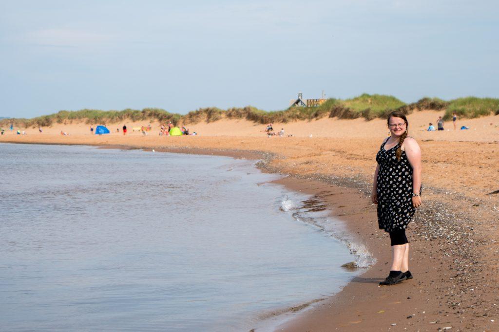 Jennifer à la plage des îles de la Madeleine - Dune du nord