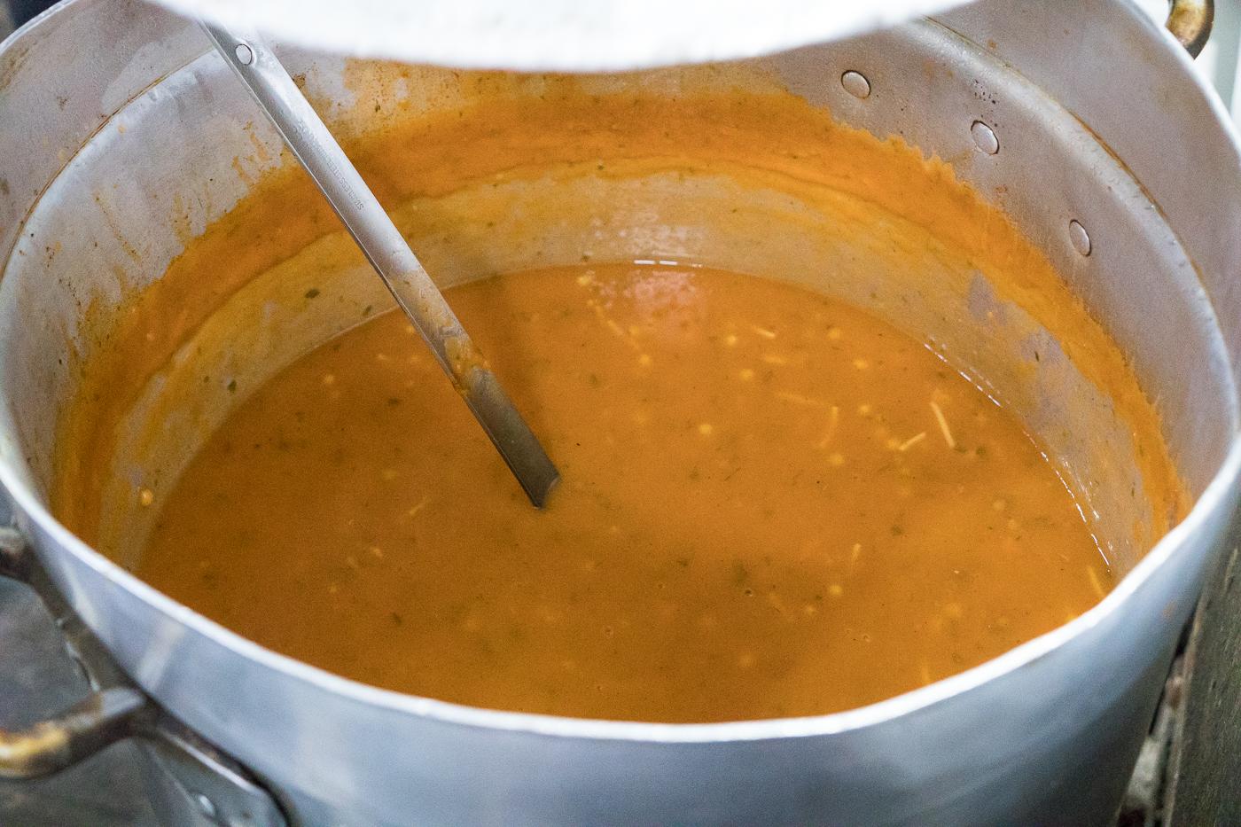 Soupe harira pour briser le jeun au Ramadan au Maroc
