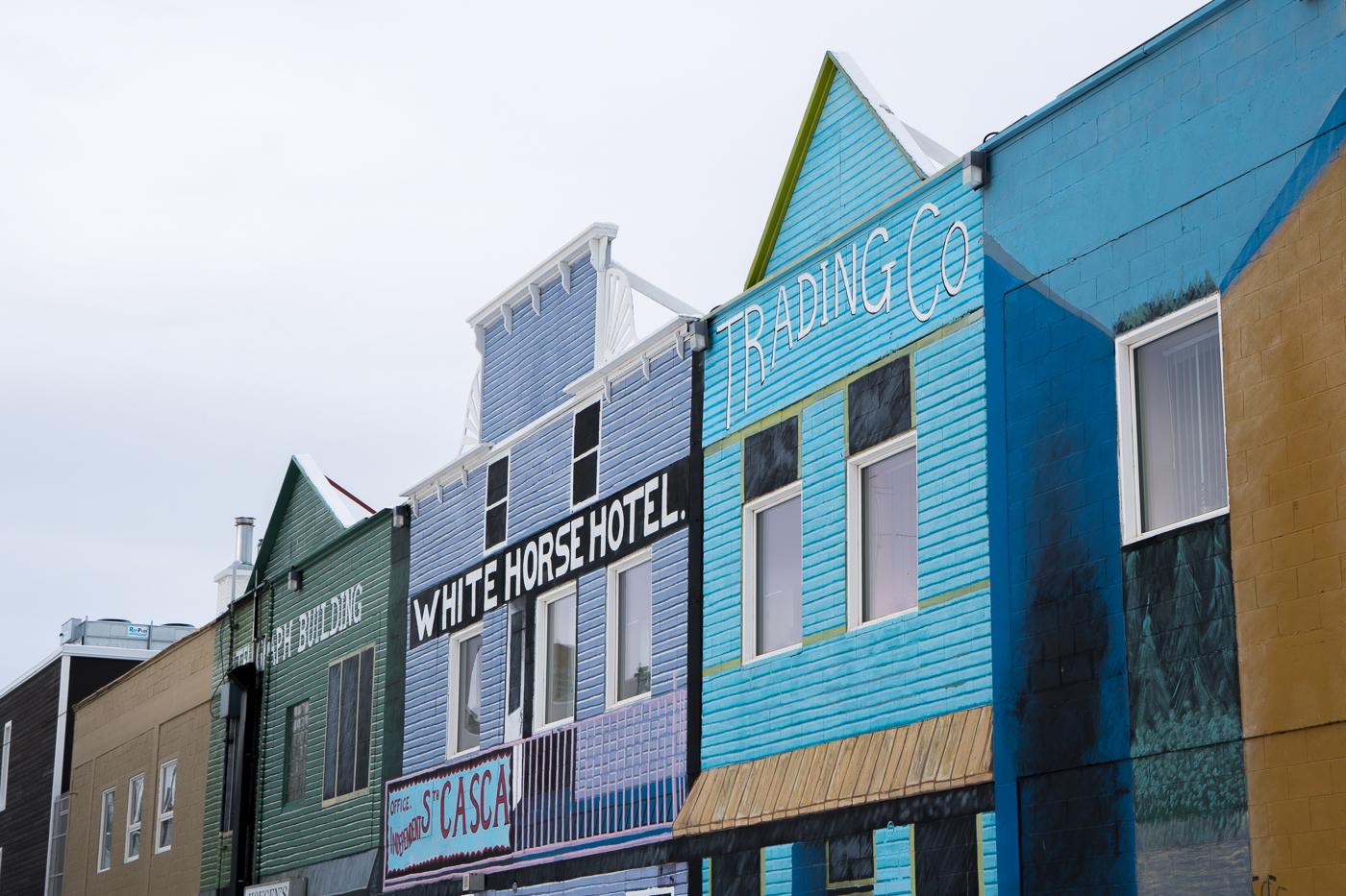 Façades des immeubles colorées boomtown Whitehorse