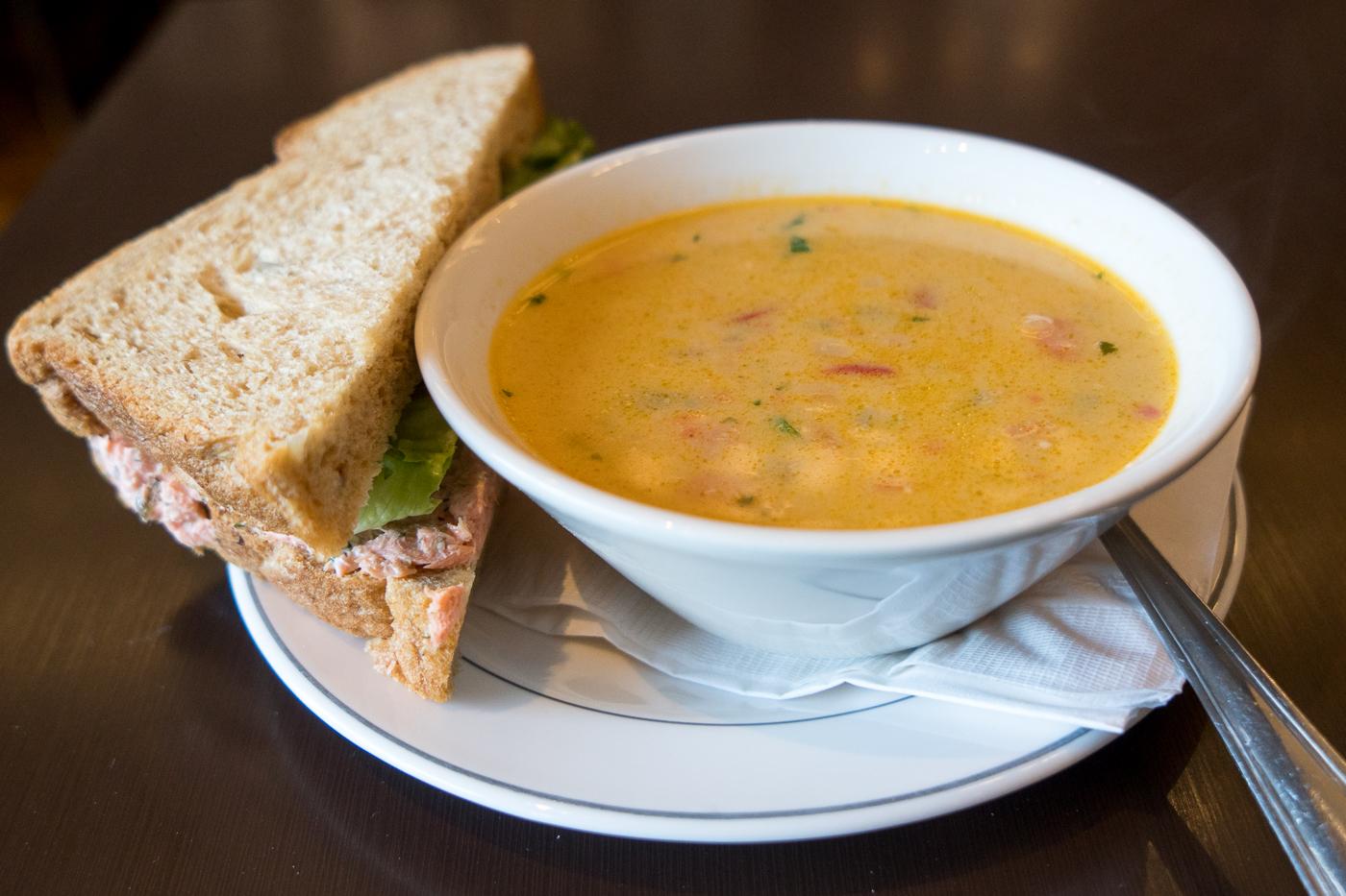 Soupe et sandwich The Claim Whitehorse
