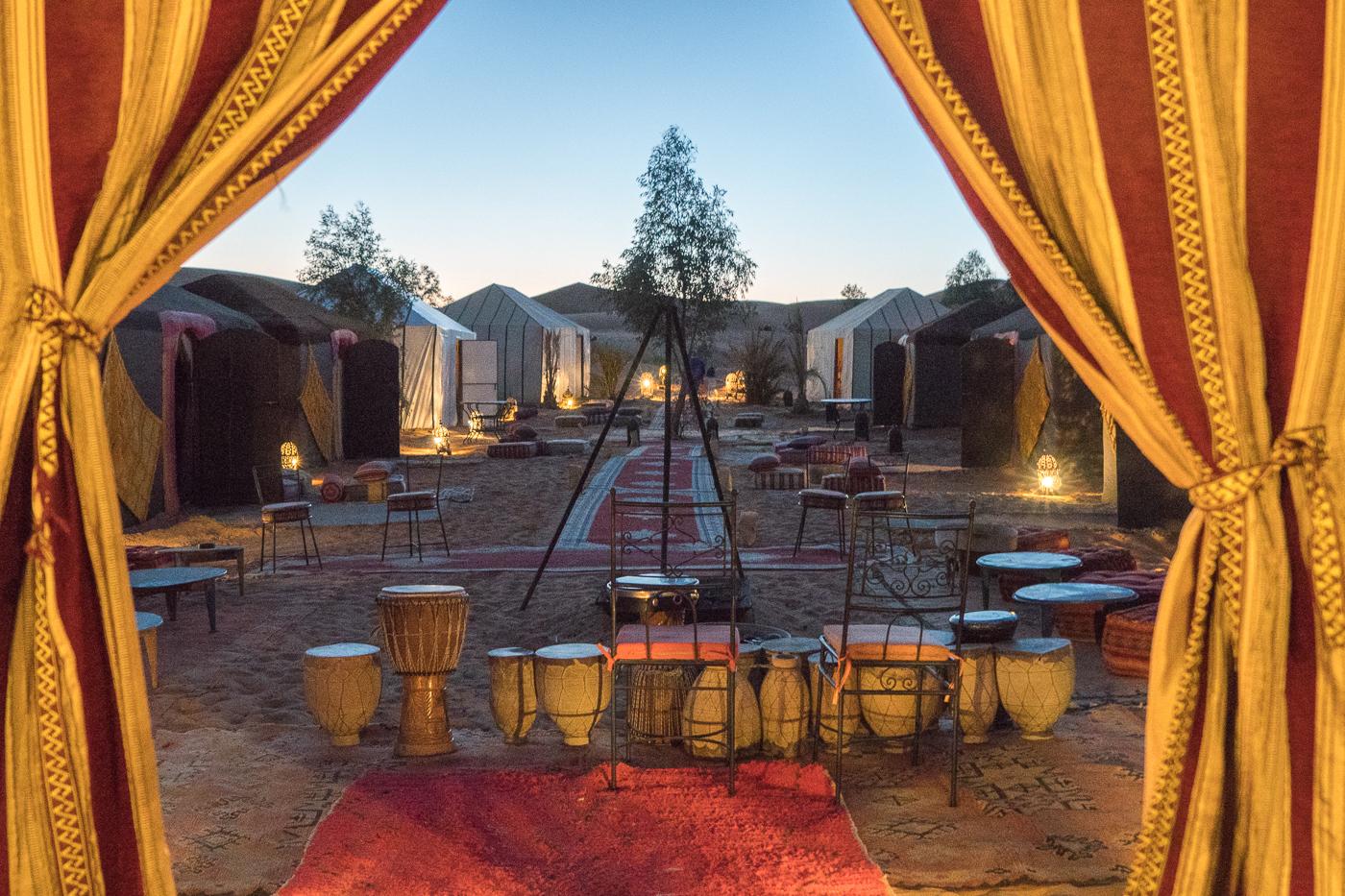 vue de la tente du bivouac Azawad - Nuit dans le désert du Sahara à Merzouga au Maroc