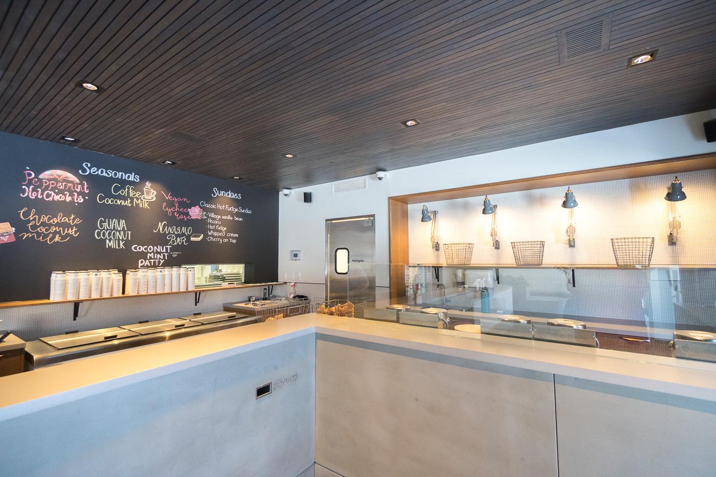 Intérieur du Village Ice Cream - Quoi manger à Calgary, Alberta