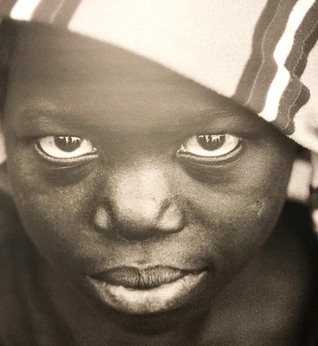 Photo de petit garçon africain à l'exposition de Samian
