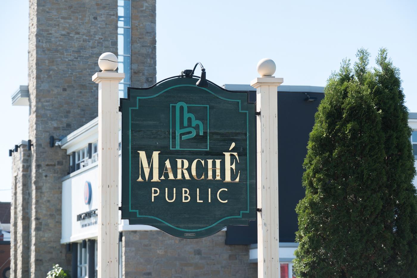 Affiche à l'extérieur du marché public de Drummondville