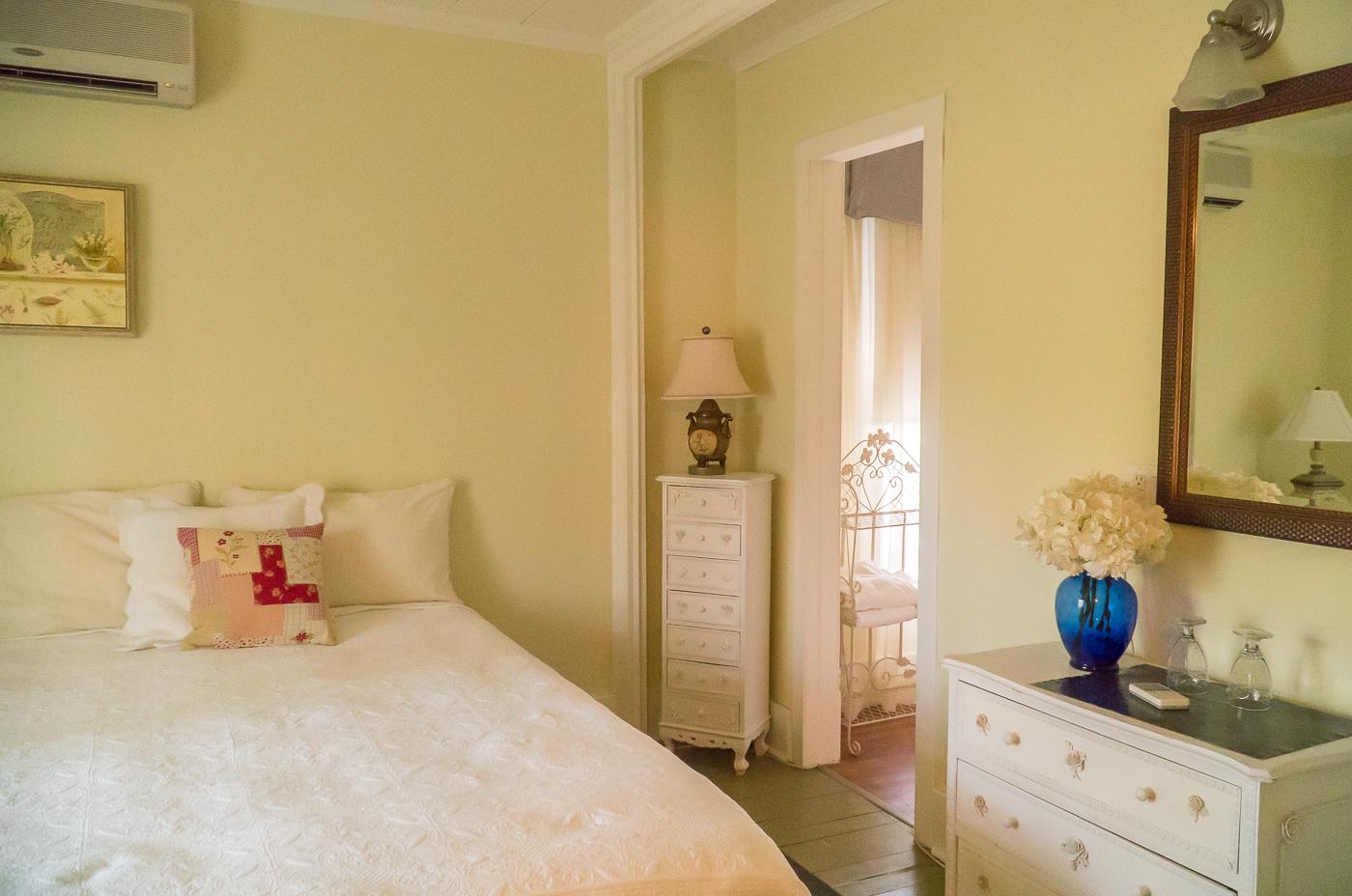 Chambre jaune où dormir à Drummondville À la Bonne Vôtre