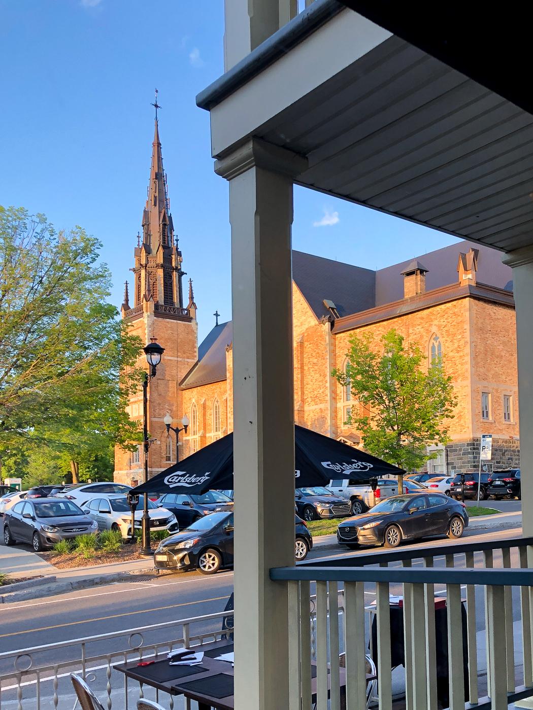 Église Saint-Frédéric de Drummondville au Québec vue par le resto à la bonne vôtre