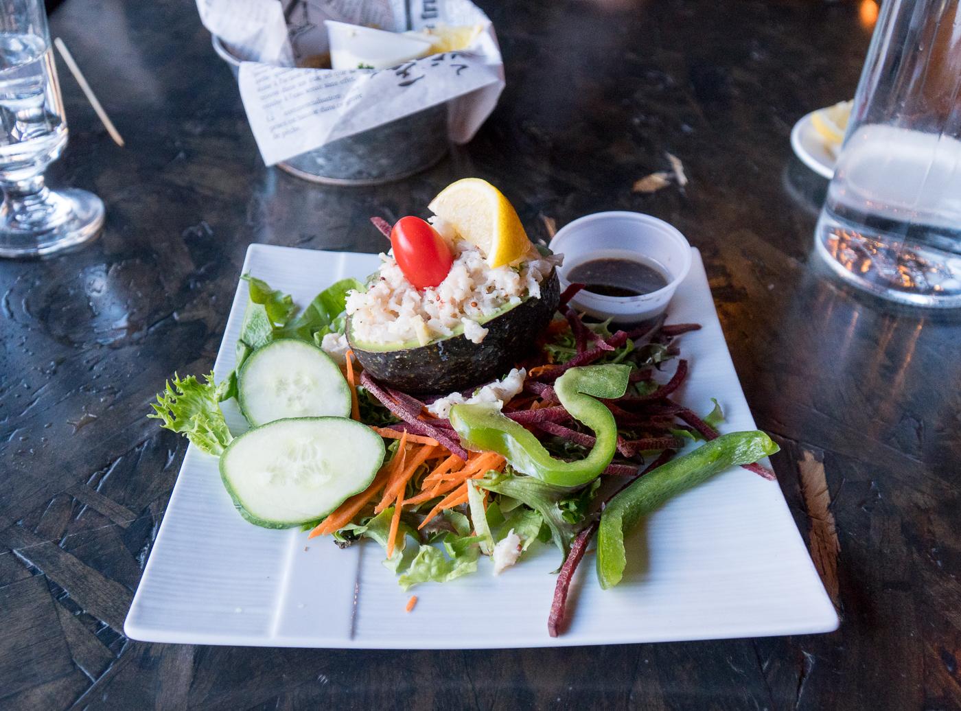 Entrée d'avocat avec crevettes de l'Établi Brasserie Urbaine - Où manger à Drummondville Québec