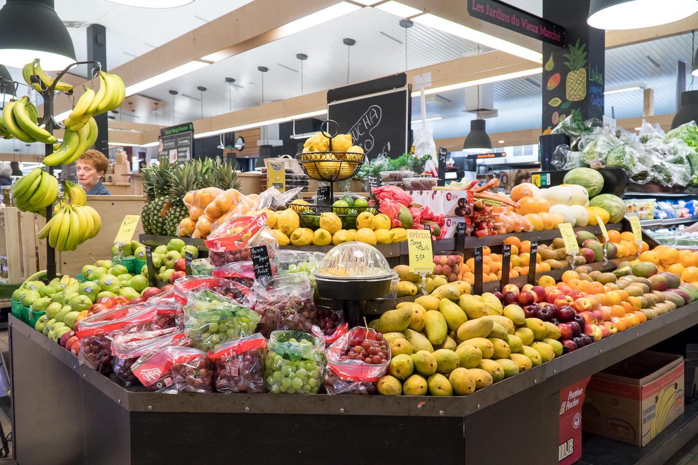 Étalage de fruits et légumes au marché public de Drummondville