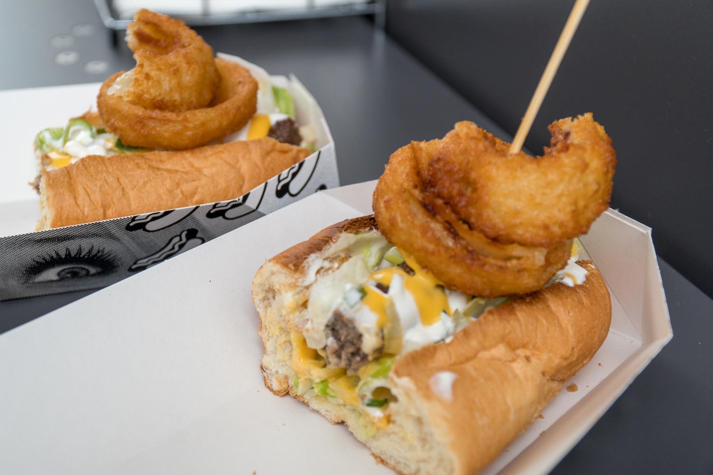 Hot dog gourmand du Oh My Dog, un kiosque de street food à Graz en Autriche