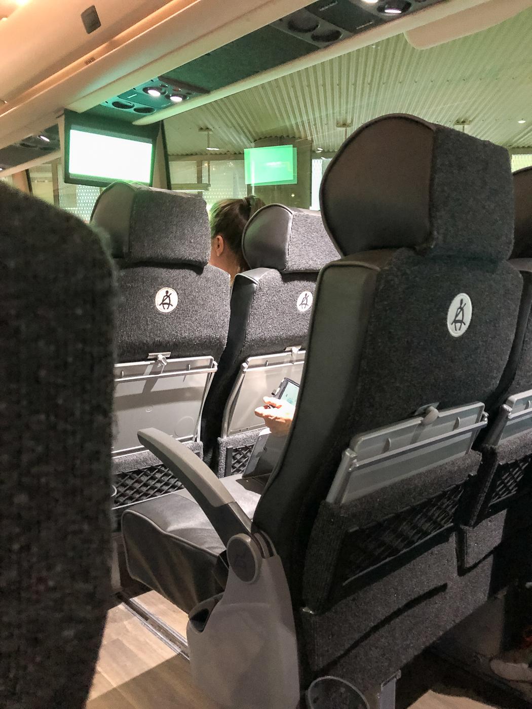 Intérieur de l'autobus voyageur Busbud