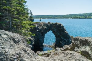 Maude sur le rocher Hole in the Wall - Grand Manan