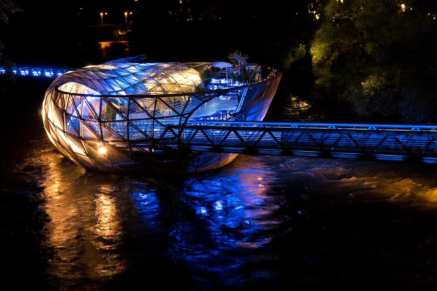 Bar-resto Murinsel vu du pont, un incontournable à Graz