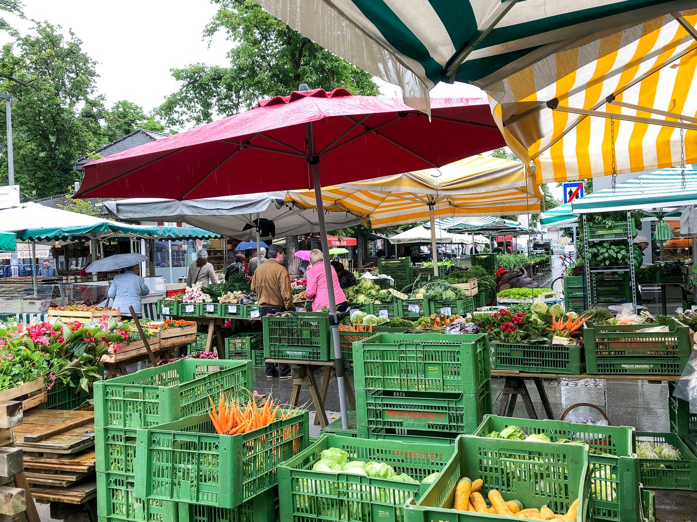 Étals du marché Kaiser-Josef-Platz dans Lend, le quartier cool de Graz