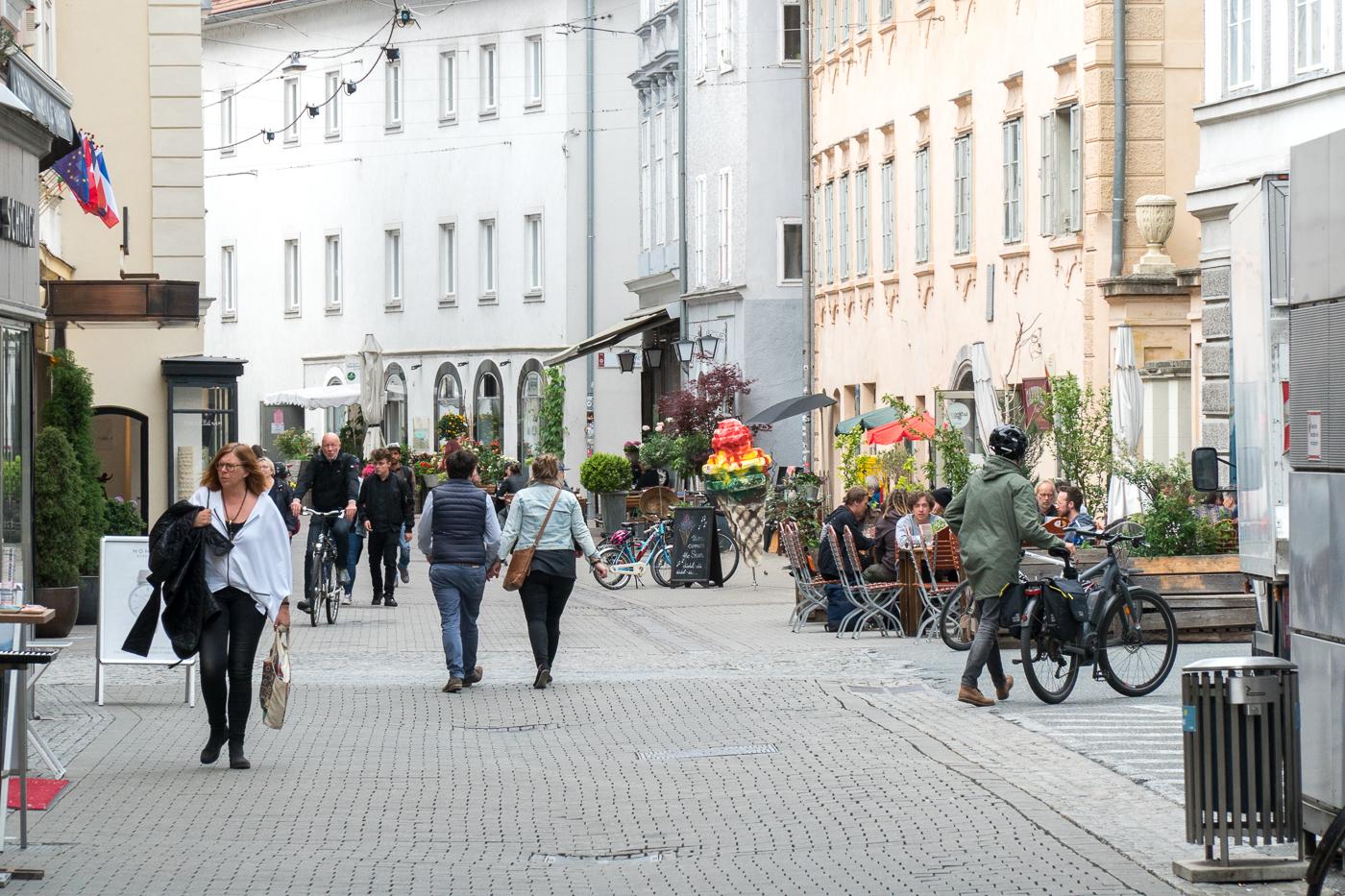 Quartier Lend - scène de rue du quartier à voir à Graz