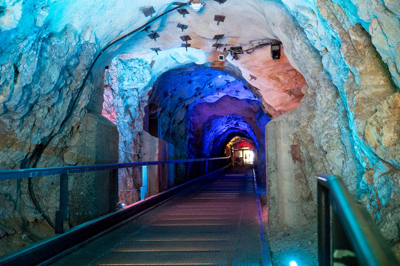 Tunnel dans la montagne menant au Schlossberg - Quoi à faire à Graz en Autriche