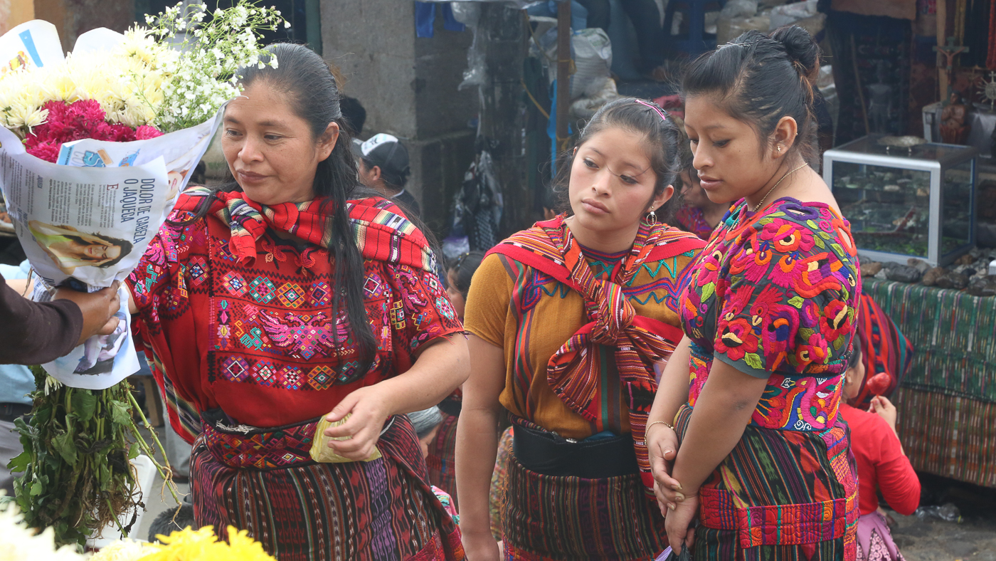 Femmes d'origine maya dans un marché au Guatemala où apprendre l'espagnol